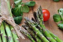organic asparagus on wooden table