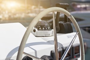 Sailing yacht control wheel and