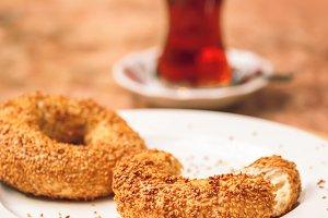 Turkish bagel with turkish tea