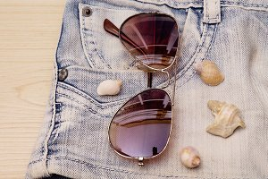 short jeans with sunglasses