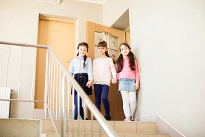Three girlfriends share their impressions after the lesson