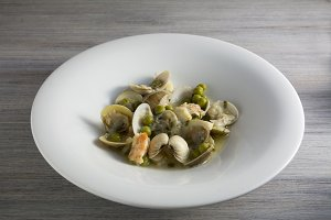 Fresh Cockle clams with wine sauce.