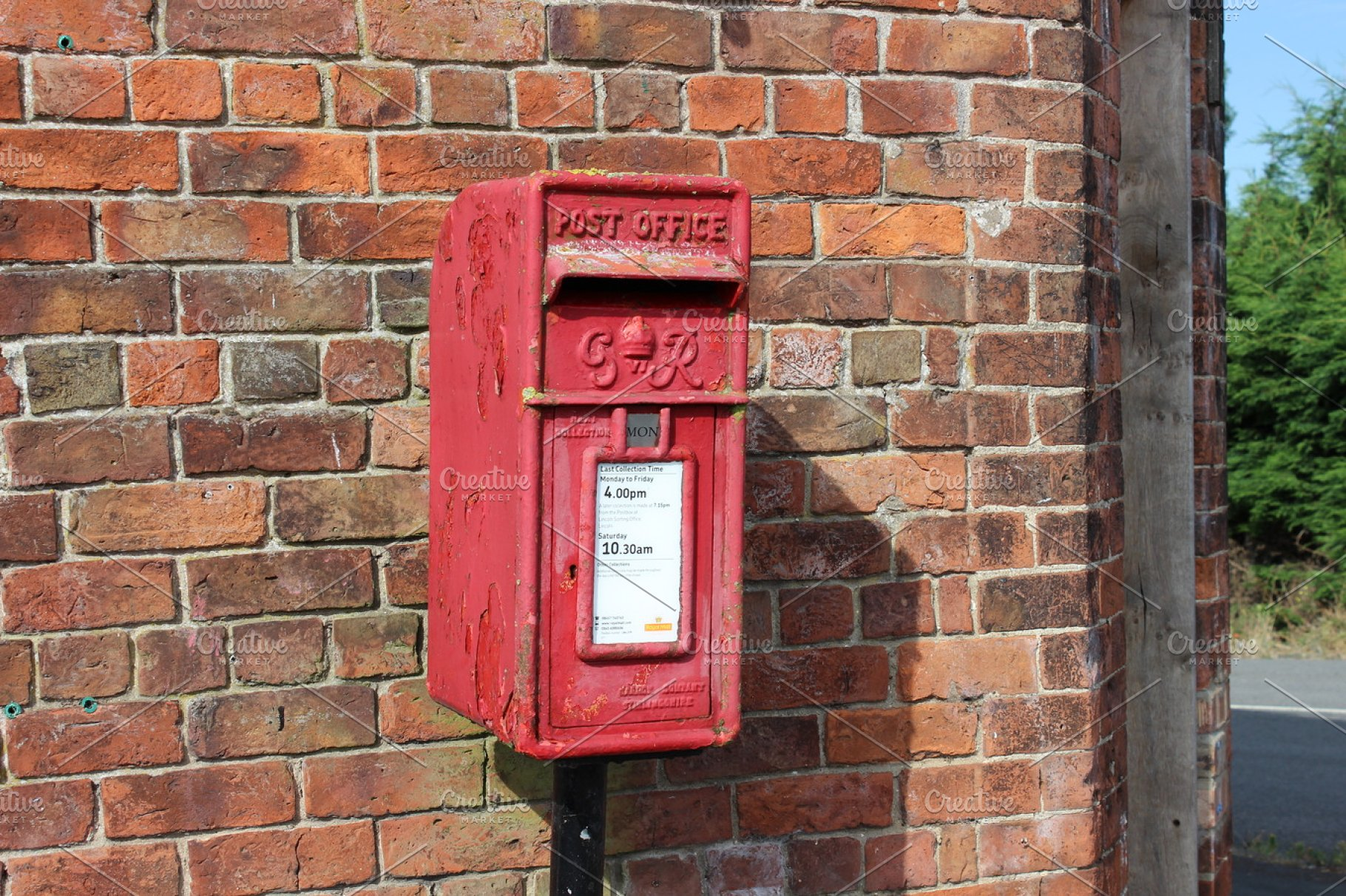 Royal Mail Letter Box.Rusty Red Royal Mail Post Box