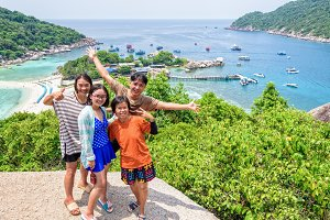Thai tourists at Koh Nang Yuan island