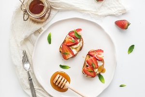 French toasts with strawberry