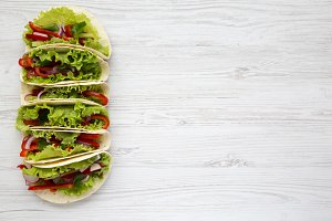 Vegetarian tacos made with lettuce