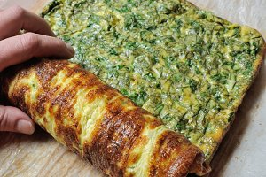 Fastening omelette with herbs