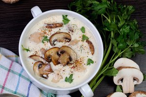 creamy soup pureed mushrooms
