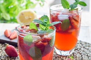 Iced tea with strawberries and mint