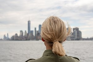 Woman traveller going to Manhattan