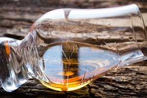 glencairn glass of whiskey
