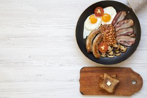 English breakfast in a pan