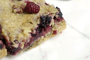 Blackberry Crumb Breakfast Bar Squar