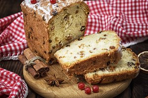 cake with dried fruit