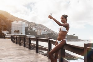 Black girl on the beach, selfie time