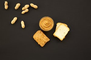 Toasts, unshelled peanuts and bowl