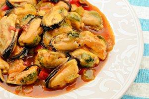 mejillones en salsaMussels cooked wi
