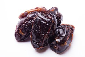 dried figs isolated