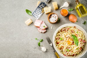 Traditional italian pasta carbonara