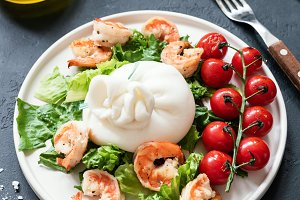 Salad with shrimps and cheese
