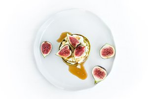 Marrow pancakes with fresh figs