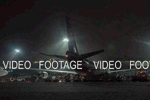 Timelapse of unloading arrived Thai airplane at winter night. Domodedovo, Moscow