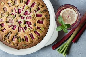Rhubarb pie with pistachios
