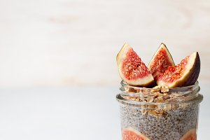 chia pudding with figs
