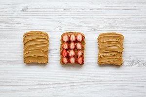 Toasts with peanut butter