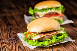 cheeseburgers with vegetables, spice