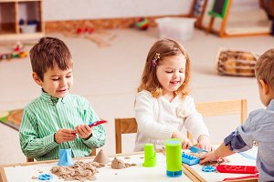 Games with kinetic sand