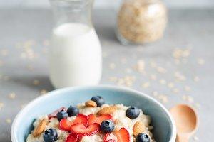 Healthy breakfast - Oatmeal porridge