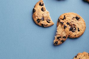 Cookies with chocolate chips.
