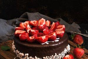Chocolate cake with strawberries. Da