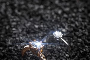 Lady's rings with a sparkling crysta