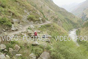 Backpackers on the nepalese path