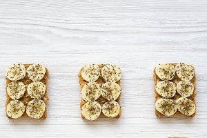 Vegan toasts with peanut butter