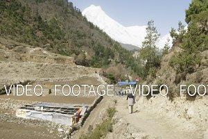 Tourist walks trekking in Himalaya