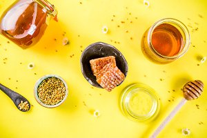 Honey with pollen and honey combs