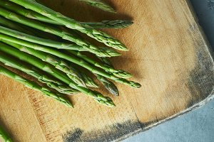 cutting board with asparagus