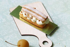 French Eclair with Apple Filling