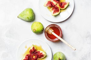 Sweet fresh green figs with honey, s