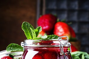 Strawberry confiture with whole berr
