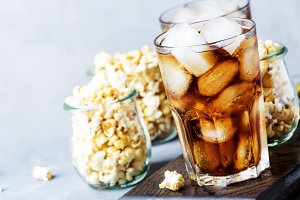 Cola with ice and sweet popcorn, rea