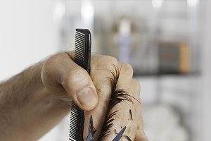 hands cutting hair ends