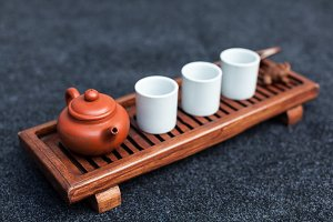 Brewing Chinese tea in ceramic gaiwa