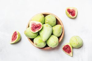 Green figs, top view