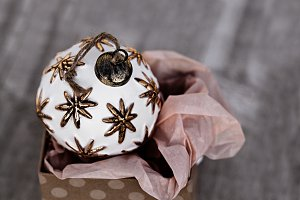 Single Antique White Christmas Ball