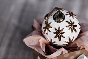 Single White Christmas Ball