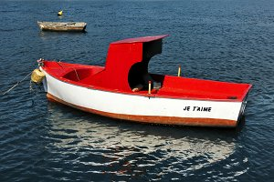 small red and white boat  je t`aime